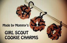 Make a Samoa / Caramel deLite Inspired Girl Scout Cookie Charm using just a crochet hook and rubber bands. No Rainbow Loom required! Rainbow Loom Tutorials, Rainbow Loom Patterns, Rainbow Loom Creations, Girl Scout Swap, Daisy Girl Scouts, Girl Scout Troop, Girl Scout Samoas, Brownie Girl Scouts, Rainbow Loom Bands
