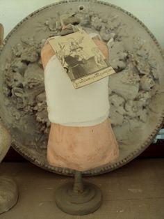 petit buste mannequin poupée. création brocante Villa saint Ange VENDU !