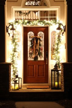 Christmas home tour at savvysouthernstyle.net