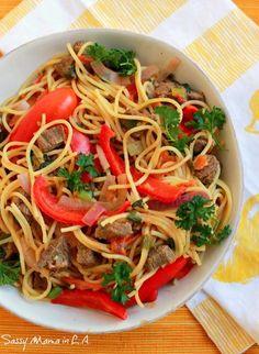 Ita's Tallarin Saltado Recipe - Sassy Mama in LA Peruvian Dishes, Peruvian Cuisine, Peruvian Recipes, Pasta Recipes, Beef Recipes, Cooking Recipes, Healthy Recipes, Dinner Recipes, Tallarin Saltado Recipe