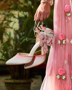 Looking to Shop Wedding Shoes in India? Want designer footwear, but don't know the prices? Check out 5 amazing wedding footwear brands India in this post. Unique Heels, Indian Wedding Ceremony, Wedding Reception, Embellished Heels, Bridal Sandals, Beautiful High Heels, Indian Bridal Fashion, Ms Gs, Wedding Shoes