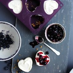 Mini blueberry cheesecakes Surprise someone with these oh-so-sweet heart shaped desserts House & Garden No Cook Cheesecake, Healthy Cheesecake, Cheesecake Desserts, Blueberry Cheesecake, Blueberry Recipes, Cake Recipes, Dessert Recipes, Drink Recipes, Healthy Recipes