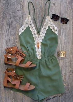 romper navy green lace green lace pretty shorts kaki combinaison jumpsuit summer casual outfit beach style leather sandals brown gold bracelet sunglasses complete outfit