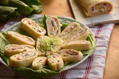 Mindenféle tavaszi hidegtálon remekül mutat egy sonkás sajttekercs! A benne lévő krémet ízesítsük kedvünkre. My Recipes, Healthy Recipes, Appetizer Dips, Bruschetta, Potato Salad, Cucumber, Chips, Vegetables, Cooking