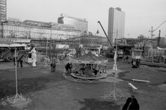 Plac Defilad i centrum Cricoland – wesołe miasteczko przed PKiN, 1992 r.