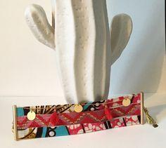 """Manchette """"Mangrove"""" bracelet multi-rangs tissu wax africain, perles miyuki délicas, chaîne dorée,  pompons et breloques"""