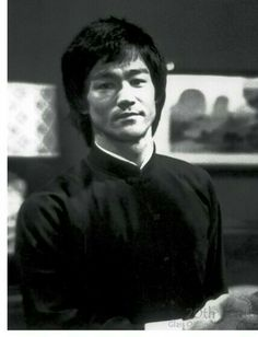 Bruce Lee Family, Bruce Lee Martial Arts, Bruce Lee Quotes, Enter The Dragon, Martial Artist, Jackie Chan, Film Director, Tai Chi, Rare Photos