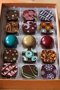 Win a box of Artisan Confections chocolates (interesting flavors like Malted Milk, PB&J, Champagne-Lemon-Gin Cocktail) and the best Crispy PB Bar ever. Chocolate World, I Love Chocolate, Chocolate Art, Chocolate Shop, Chocolate Treats, Chocolate Lovers, Chocolate Recipes, Handmade Chocolates, Box Of Chocolates