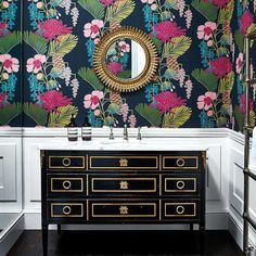 Go bold with this floral and metallic wallpaper to create a real statement interior scheme. This wallpaper is the gorgeous Salon from the Salinas collection and our Interior Designers are always on hand to help you plan your room design. Salon Wallpaper, Fern Wallpaper, Feature Wallpaper, Bathroom Wallpaper, Wallpaper Online, Print Wallpaper, Wallpaper Roll, Wallpaper Ideas, Harlequin Wallpaper