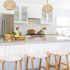 6 new Valentine's posts were published today for our tour! Link through @decorgold to see mine plus 17 others who have shared their Valentine's entertaining ideas! ✨DecorGoldDesigns.com✨ This kitchen is the work of @ritachaninteriors as shared by @plumprettysugar! I found both this morning and I'm in love!