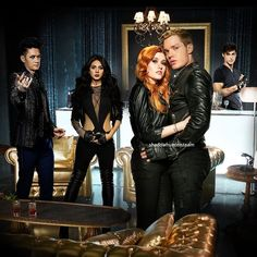 Malec and Clacy Jace Wayland, Alec Lightwood, Isabelle Lightwood, Clary Et Jace, Clary Fray, Shadowhunters Tv Show, Shadowhunters The Mortal Instruments, Matthew Daddario, Cassandra Clare