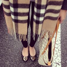 Louis Vuitton bag, Tory Burch shoes and Burberry scarf Fall Winter Outfits, Autumn Winter Fashion, Winter Style, Fall Fashion, Autumn Style, Classy Fashion, Milan Fashion, Runway Fashion, Fashion Trends