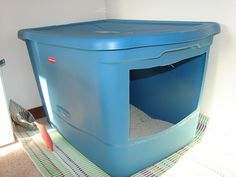 Homemade litter box! I need to make one of these.  Great idea and cheaper then the litter boxes at the store.