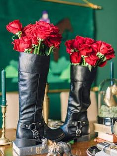 Use riding boots as vases for a unique country spin on the table setting. #countryweddings #rusticweddings http://www.gactv.com/gac/photos/article/0,,GAC_42725_6075192.html?soc=pinterest