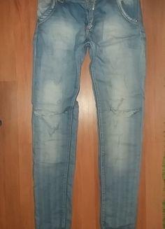 Kup mój przedmiot na #vintedpl http://www.vinted.pl/damska-odziez/rurki/14199463-spodenie-modne-z-dziurami