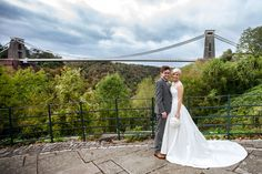 Beautiful wedding photography at the Clifton Suspension bridge in bristol