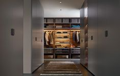 The Senzafine Walk in Robe is an innovative wardrobe and walk-in closet system with an evolved modularity, allowing it to be adaptable to any space. Closet Walk-in, Dressing Room Closet, Closets, Closet Ideas, Walking Closet, Walk In Robe, Walk In Wardrobe, Glass Wardrobe, Wardrobe Room