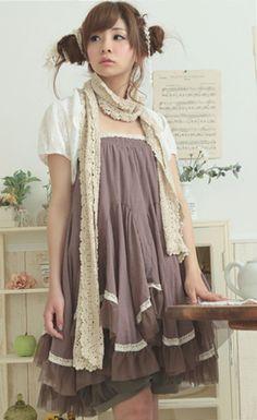 La robe super simple et plein de fronce comme j'aime, le gilet dans un lainage, je veut cette tenue !