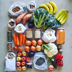 From bulk stores to fruit & veg shops, from growing food to making DIY condiments, there are plenty of zero waste & plastic free grocery options. Free Groceries, Healthy Groceries, Vegetarian Recipes, Healthy Recipes, Sustainable Living, Food To Make, Meal Planning, Food Photography, Food Porn