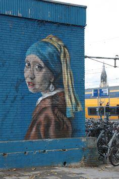 """Vermeer Street Art...   """"meisje met de parel in graffity"""" #graffiti"""