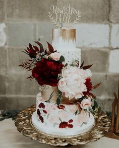 25 Beautiful Hand Painted Floral Wedding Cakes - Wedding NEW - Hochzeit Burgundy Wedding Cake, Floral Wedding Cakes, Fall Wedding Cakes, Floral Cake, Wedding Cake Designs, Wedding Cake Toppers, Wedding Flowers, Wedding Cakes With Gold, Wedding Rings