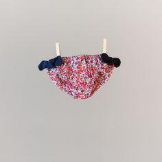 Maillot de bain à nœuds Liberty fille rouge  Houlgate. A partir de 19,90€ sur le site web http://www.unesourisaparis.com/