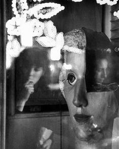 Mary and Robert Frank at San Gennaro Festival, N. Louis Faurer, San Gennaro, Edward Steichen, Robert Frank, William Eggleston, Out Of Focus, Modern Photography, Street Photographers, Museum Of Modern Art