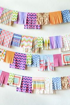DIY paper garland - Love this, it's a bunch of colorful napkins! Party Girlande, Diy Girlande, Craft Party, Diy Party, Party Ideas, Bunting Garland, Buntings, Party Bunting, Do It Yourself Baby