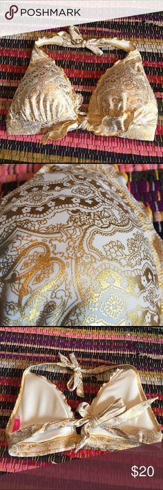 Victoria's Secret Shiny Bikini Swim Top Size M This white bikini top has a shimmery gold paisley and flowery print. It has ruffles along the edges and ties around the back and neck. It is thickly padded. Victoria's Secret Swim Bikinis