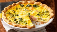 Here is a quick and inexpensive quiche recipe that is a must-try. The Mushroom & Leek Quiche recipe from Sobeys. So hearty and delicious. Broccoli Bacon Quiche, Leek Quiche, Cheese Quiche, Broccoli Cheddar, Bacon Egg, Frittata, Swiss Cheese, Ham And Cheese, Ham And Swiss Quiche