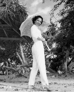 """dorothydandridge: """"Dorothy Dandridge in a publicity photo for the 1957 film, Island in the Sun. Old Hollywood Stars, Hollywood Glamour, Classic Hollywood, Vintage Black Glamour, Vintage Beauty, Dorothy Dandridge, We Are The World, African American Women, African Americans"""