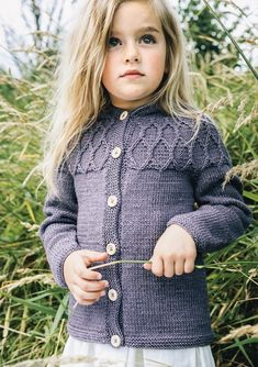Ravelry: Hooded cardigan pattern by Sandnes Garn Hooded Cardigan, Cardigan Pattern, Baby Cardigan, Knitting Patterns Free, Free Knitting, Baby Knitting, Diy Knitting Projects, Old Sweater, Knitting For Kids