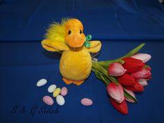 Süsses Osterküken zum Knuddeln ! Jetzt Für Ostern -  das spezielle Geschenk bestellen bei S&G Stitch !! Dinosaur Stuffed Animal, Stitch, Toys, Animals, Cuddle, Easter Activities, Presents, Activity Toys, Full Stop