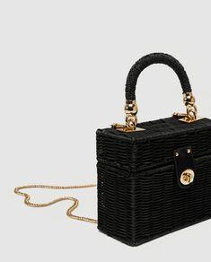 Zara minaudière bag is a must! Diy Handbag, Unique Purses, Frou Frou, Basket Bag, Vintage Purses, Evening Bags, Purses And Bags, Dior, Leather