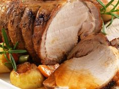 Apple and Pork Crown Roast is an oven recipe adapted to barbecue and it doesn't lose a thing.The question I am asked most often about cooking pork is… Pork Pot Roast, Pork Roast With Apples, Pork Sirloin Roast, Slow Cooker Pork Roast, Pork Roast Recipes, Pork Loin, Pressure Cooker Roast, Porc Au Caramel, Instant Pot Dinner Recipes