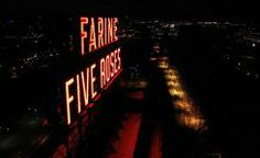 Farine Five Roses comme vous ne l'avez jamais vu! Sleepless Nights, Night Life, Roses, Neon Signs, Apparel Clothing, Madness, Canada, City, Amazing