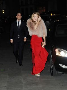 Espectacular de rojo, acudiendo a una fiesta en A Coruña el día antes de su boda con Sergio Álvarez. Sin duda este vestido largo combinado con abrigo de pelo, 'clutch'y zapatos metalizados da lugar a uno de sus looks más emblemáticos.