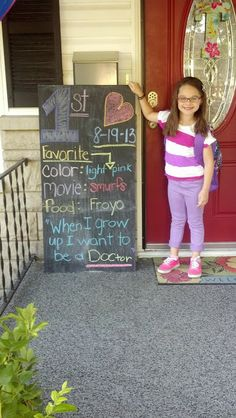 day of school tradition--- hold sign with what they want to be when they grow up. Make sure you get a First Day of School Picture! 1st Day Of School, School Days, Back To School, High School, My Bebe, School Pictures, Girl Blog, Family Traditions, In Kindergarten