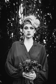 Autumnal wedding, dark, strange bride. B&W photo. Flowers Lily Paloma. Hairstyle and makeup Maquillage-Pro © La Femme Gribouillage