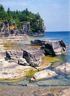 Bruce Peninsula National Park, near Tobermory, Ontario. A 'must visit' that I recently visited. We went on a gorgeous hike that I loved, even though I was sick that day. In my experience, this is the best hiking spot in the province. Bruce Peninsula, Places To Travel, Places To See, Camping Images, Manitoulin Island, Ontario Parks, Hiking Spots, Visit Canada, Destin Beach