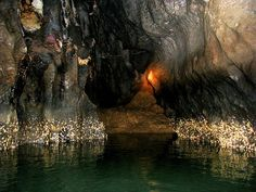 Puerto Princesa Underground River in The Pilippines is one of the new Seven Natural Wonders of the World Puerto Princesa Subterranean River, Underground Caves, All Nature, Tourist Spots, Palawan, Boat Tours, Natural Phenomena, Natural Wonders, Wonders Of The World