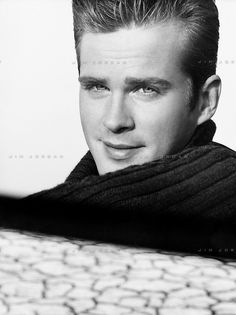 Cary Elwes Cary Elwes, Hollywood Men, Worlds Of Fun, Handsome, Actors, Black And White, Eyes, Princess, People
