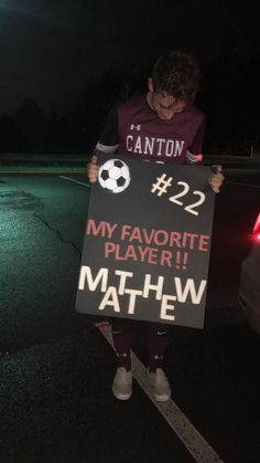 Hockey Posters, Posters Diy, Basketball Posters, Soccer Poster, Poster Ideas, Soccer Girlfriend, Football Player Boyfriend, Boyfriend Games, Soccer Couples