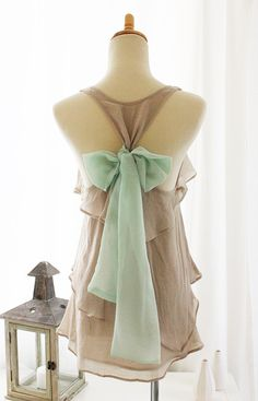 love the mint bow!