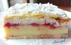Koláček podobný klasickému krémeši. Uvnitř se však skrývá ovocná nádivka, která dodá svěžest celému koláčku. Mňamka!