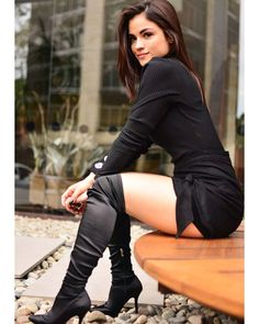 🤓🖤 Girls In Love, Girls Wear, Thigh High Boots, Brown Boots, Leather Boots, Leather Skirt, Beauty Women, Sexy Women, Lady