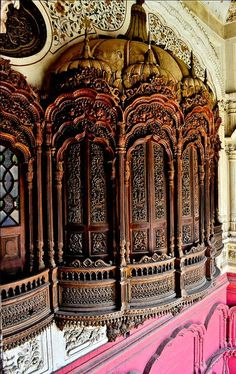 Architectural details inside Omar Hayat Palace in Chiniot, Pakistan (by ShaukatNiazi). Pakistan is located in South Asia . Indian Architecture, Wood Architecture, Beautiful Architecture, Beautiful Buildings, Architecture Details, Modern Buildings, Pakistan Reisen, Pakistan Travel, Lahore Pakistan