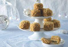Recept jsme získali od Zdeňky Davidové, manželky šéfkuchaře Radka Davida. Její minimedovníčky jsme ochutnali už v létě a hned nám bylo jasné, že je budeme chtít jíst zase. A nejen o Vánocích! Krispie Treats, Rice Krispies, Cereal, Breakfast, Desserts, Food, Morning Coffee, Tailgate Desserts, Deserts