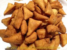 """Buñelos Månglo' is another Chamorro dessert. The name is loosely translated into """"Air Donuts"""". I'm not sure why they're called that. Maybe it has som… Guam Recipes, Donut Recipes, Desert Recipes, Asian Recipes, Gourmet Recipes, Snack Recipes, Cooking Recipes, Healthy Recipes, Snacks"""
