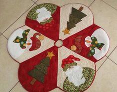 Patchwork Navidad Ideas Manualidades New Ideas Christmas Patchwork, Christmas Applique, Christmas Sewing, Felt Christmas, Christmas Projects, Holiday Crafts, Christmas Time, Christmas Stockings, Christmas Ornaments